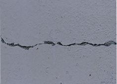 モルタル外壁のクラックは放置すると…