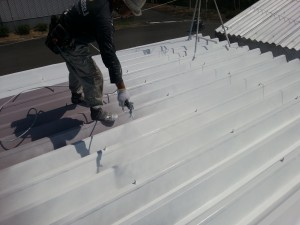 20130921物流センター折板中塗り状況