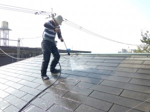 平井2015年10月26日屋根高圧水洗浄状況