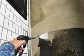 熊本建築会社ベランダ防水・土間、腰壁高圧洗浄工事の施工前画像