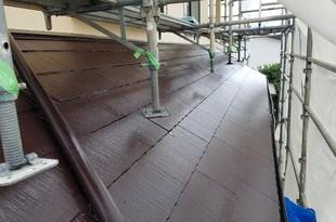 厚膜下塗り材使用 急勾配コロニアル屋根塗装工事の施工後画像