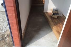 コンクリート土間表面護強化剤クリスタルハードナーNTの施工前画像
