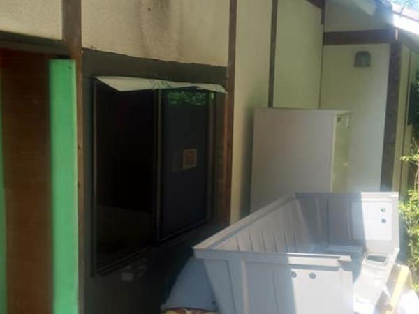 リフォーム窓交換後 窓周り補修後なくす塗装工法 (吹き付け工事仕上げ)