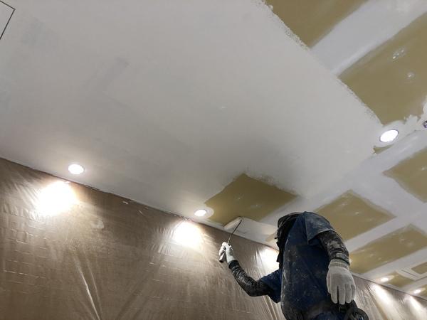 熊本中央区内部塗装・新規天井(ビニデラックスシャープ使用)塗装工事