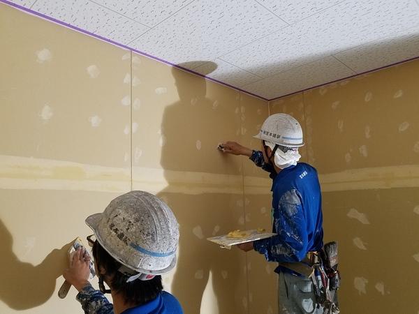 熊本中央区店舗・内部新規壁塗装工事・下地処理完了しました!!!