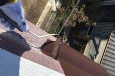 高所作業を足場無しでコストを下げ安全に施工(庇塗装(パラペット))