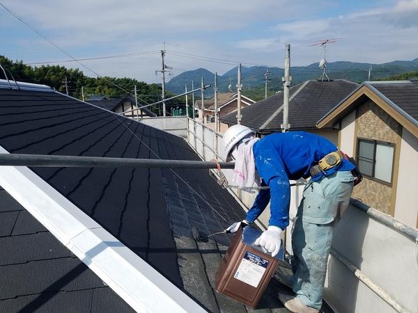 熊本徳王住宅・スレート屋根塗装(コロニアル)下塗り完了しました!!