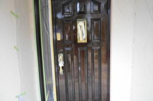 玄関木扉 既存塗膜を削り高級仕上げ 色付けてクリア仕上げ(熊本市西区島崎)の施工後画像