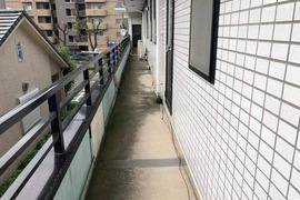 熊本市東区佐土原 会社ベランダ廊下土間防水工事の施工前画像