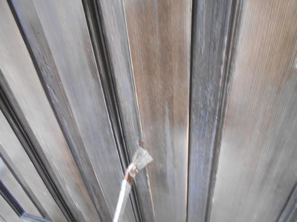 玄関木扉 既存塗膜を削り高級仕上げ 色付けてクリア仕上げ(熊本市西区島崎)