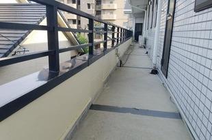 熊本市東区佐土原 店舗2階腰壁塗装工事(目地コーキング込み)の施工後画像