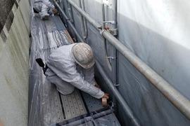 廃校 外部石綿除去工事 宮本建装養生の施工前画像