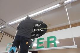 熊本市 某デパート 内部天井吊り看板作成設置工事の施工前画像