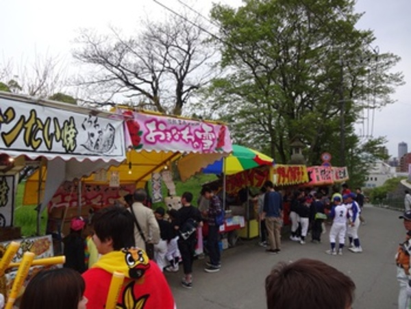 熊本城の葉桜見(宴)しながら藤崎台横(野球)の出店に行ったんだ♪
