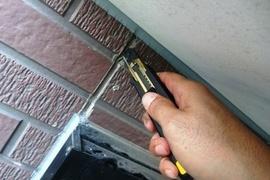 熊本市北区山室住宅 外壁サイディング目地に亀裂が!変成シリコンにて部分補修工事 の施工前画像