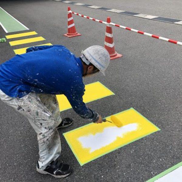 熊本県八代市・土間塗装(黄色横断塗装)
