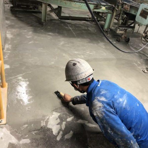 熊本県八代市・土間塗装(下地処理完了)