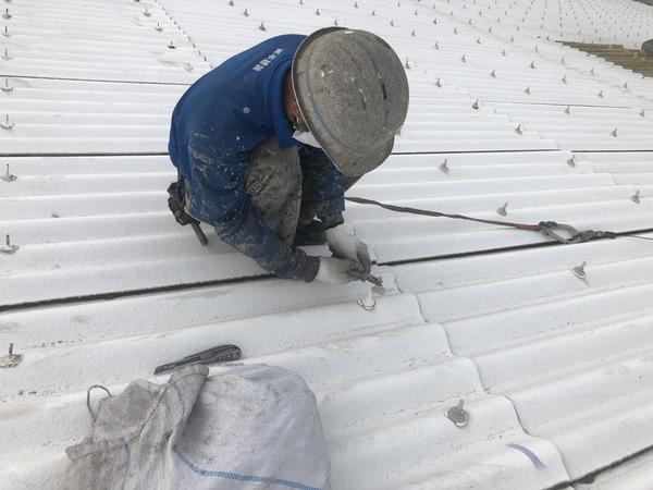熊本県八代市・スレート屋根修繕工事(ボルトキャップ撤去)
