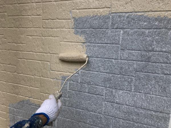 熊本市中央区・外壁塗装工事(中塗り作業)