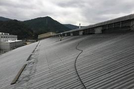 熊本県宇土市 大型スレート屋根遮熱塗装工事 吹いて吹いて吹きました(吹付塗装)の施工前画像