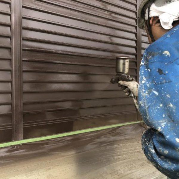 熊本県荒尾市・外壁塗装(雨戸塗装完了)
