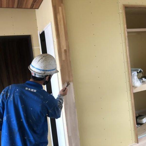 熊本市北区植木町・内部木部塗装(上塗り用1液型ウレタンクリヤー塗料)