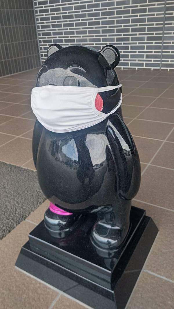 熊本北合志警察署の玄関には可愛い熊さんたちが居ますねぇ~くまモン&ゆっぴー