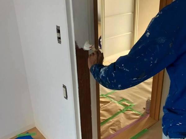 熊本南区貸店舗木枠塗装工事 シリコン仕上げー有限会社宮本建装ー