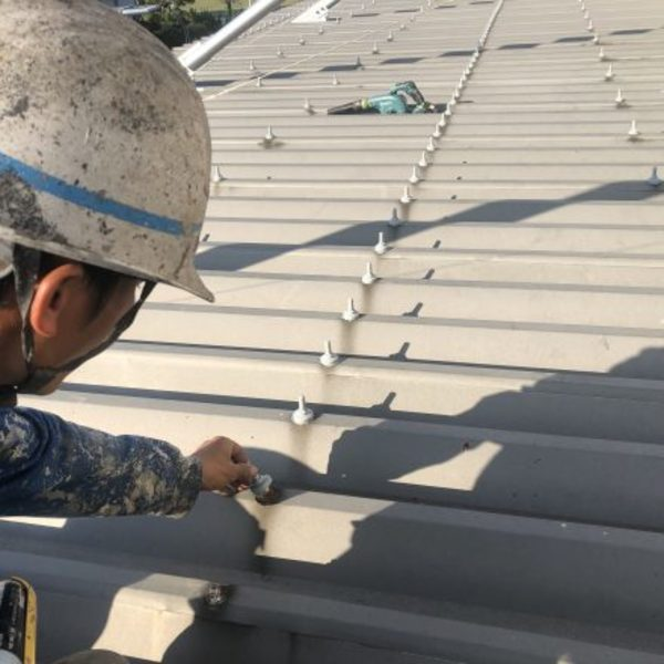 熊本県八代市・工場屋根キャップ取り付け完了!